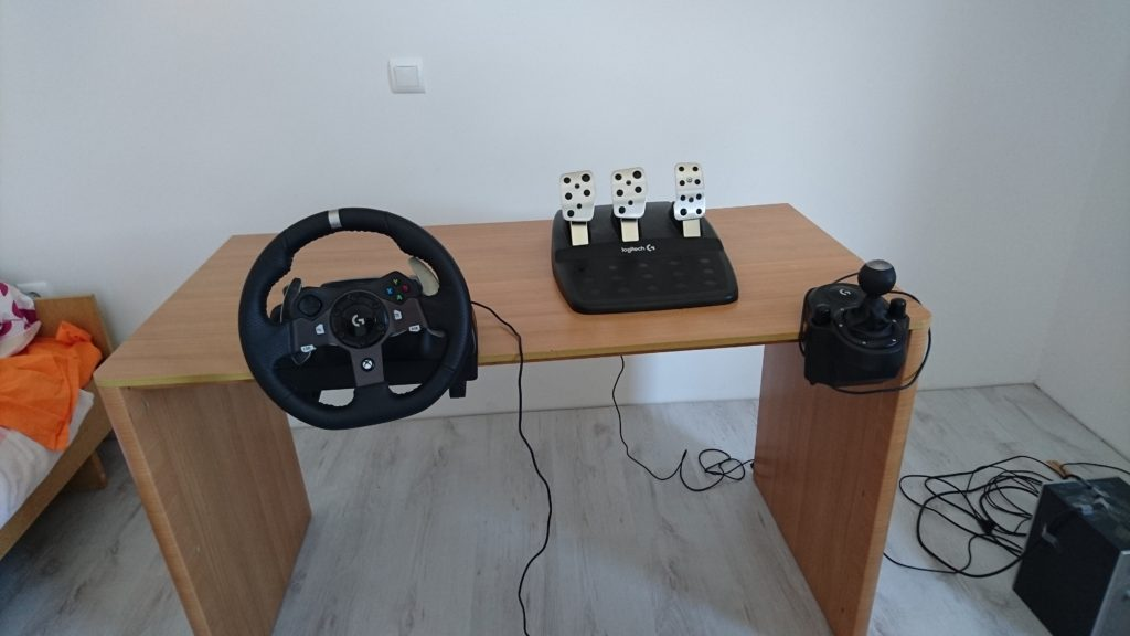 Logitech G920 Steering Wheel, Pedals and Clutch